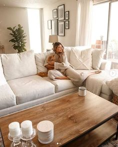 The coziest scene with the cutest coffee table. Cream Living Rooms, Cozy Living Rooms, Living Room Sofa, Apartment Living, Home And Living, Living Room Furniture, Cream And White Living Room, Ivory Living Room, Bright Apartment