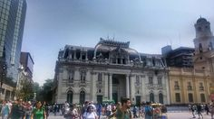 Prédio dos correios na Praça de Armas de Santiago. #chile #santiagodechile #santiago #chilegram #viagemeturismo #brasileiraspelomundo #brasileirosporai #missaovt #travelgram #travel #instapassport #instatravel #instatrip #trip #wanderlust #worldcaptures #worldpics #plazadearmas #fotografiachile #viajeporchile #vounajanela #vidasemparedes #roda_mundo #blogmochilando #instagood #skyscannerbrasil #vamoslatam #photography #loucosporviagem #destinosimperdiveis