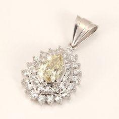 """【買取】Pt900 カラーダイヤモンド ティアドロップ チャーム/ライトイエローのファンシーカットダイヤモンド、""""モディファイド・ペア・ブリリアントカット""""は非常に珍しいカットで、しかも1.22ctもあります。/専門鑑定士があなたの商品を高額査定!全国どこでも自宅にいながら申込から買取まで完了します♪"""