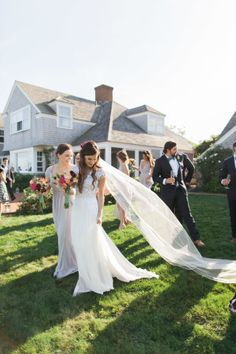 We've had a front-row seat to ourblogger bride Jessye's wedding planning journey, and today is finally the big reveal. She's sharing an inside look into herMartha's Vineyard nuptials photographed byRuth Eileen, and it's the ultimate East Coast celebration with pops