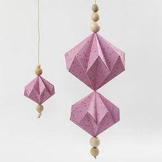 DIY und Selbermachen Hanging decoration in diamond shape with Vivi Gade design paper Origami Ball, Origami Butterfly, Paper Crafts Origami, Paper Crafting, Origami Ideas, Christmas Origami, Christmas Crafts, Xmas, Adeline Klam