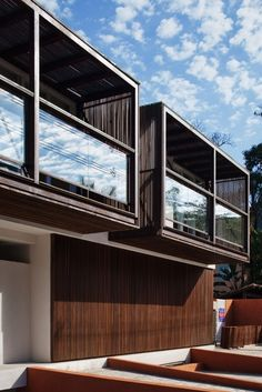 Hotel Spa NauRoyal / GCP Arquitetos. Second story rooms overlooking patio