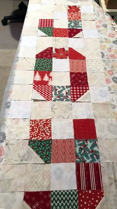 Christmas Quilting Projects, Christmas Quilt Patterns, Barn Quilt Patterns, Patchwork Quilt Patterns, Christmas Sewing, Christmas Ideas, Christmas Crafts, Christmas Runner, Christmas Things