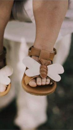 Ontdek onze onweerstaanbaar schattige schoenen, kleding en accessoires voor kinderen t/m 6 jaar. Exclusieve designs, handgemaakt van premium leer materiaal van hoge kwaliteit.