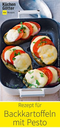 potatoes with pesto - This filler is on the table in just 20 minutes. Our baked potatoes with pesto, tomatoes and mozzare -Baked potatoes with pesto - This filler is on the table in just 20 minutes. Our baked potatoes with pesto, tomatoes and mozzare - Healthy Appetizers, Veggie Recipes, Healthy Cooking, Easy Dinner Recipes, Healthy Dinner Recipes, Appetizer Recipes, Beef Recipes, Easy Meals, Delicious Recipes