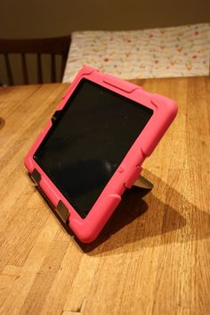 Uncommon Sense: The Best iPad Stand (and it fits most cases!) Pinned by SOS Inc. Resources.  Follow all our boards at http://pinterest.com/sostherapy  for therapy resources.