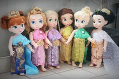 As I am falling in love with these Disney Animator's Doll, I really want to make a beautiful dress for them. Here are some of my crafts. The dress has been sold in Craffiti Mania brand (my own brand). Please visit www.facebook.com/CraffitiMania