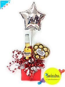 Globos, Flores y Fiestas Candy Bouquet, Gift Hampers, Gift Store, Cool Diy, Balloons, Presents, Clock, Fancy, Christmas Ornaments