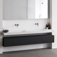 Baths by Clay - Wave - Hi-Macs (Solid Surface) wastafel op maat Minimalist Bathroom, Modern Bathroom, Master Bathroom, Bathroom Black, Bathroom Renovations, Home Renovation, Bathroom Furniture, Bathroom Interior, Solid Surface Countertops