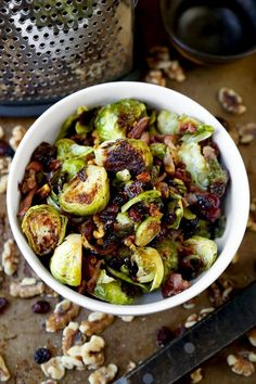 Oven roasted Brussels sprouts with bacon, cranberries and walnuts - Pickled Plum - Brussel sprouts - Thanksgiving Vegetables, Healthy Thanksgiving Recipes, Thanksgiving 2017, Sprout Recipes, Vegetable Recipes, Vegetable Sides, Easy Asian Recipes, Healthy Recipes, Keto Recipes