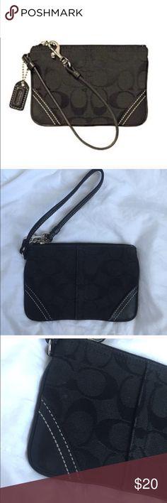 NWOT Coach Black Jacquard Mini Wristlet NWOT Coach Black Jacquard Mini Wristlet Coach Bags Clutches & Wristlets