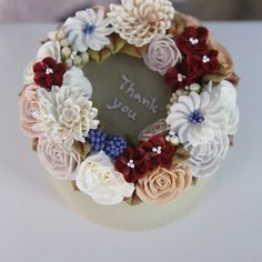 ㅡ student work #flower #cake #flowercake #partycake #birthday #buttercreamcake #buttercream #designcake #soocake #국화 #장미 #플라워케익 #데이지 #기초반 #꽃스타그램 #마스터반 #플라워케이크 #플라워케익클래스 #베이킹클래스 www.soocake.com