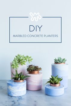 While painting the dull gray surface of standard concrete works, I knew there had to be a cooler way of coloring these little plant homes. After some research and hands-on testing, it turns out that the trick is starting with white concrete and stirring i Concrete Crafts, Concrete Projects, Concrete Design, Diy Projects, Diy Concrete Planters, Diy Planters, Concrete Candle Holders, Cool Diy, Easy Diy