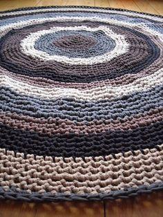 crochet rug in zpagetti