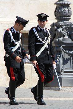Carabinieri in alta uniforme - Roma Military Guard, Military Uniforms, Italian Police, Hot Cops, Men In Uniform, I Love Girls, Equestrian Style, Italian Style, Riding Boots