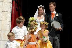 Cortège Charlotte: taffetas orange et jaune d'or, couronnes et paniers