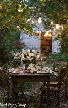 Outdoor Dining, Outdoor Spaces, Outdoor Decor, French Country Cottage, Cottage Style, Farmhouse Style, Porches, Romantic Homes, Al Fresco Dining