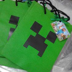 Sacolas personalizadas Minecraft. <br>Segue com tag de agradecimento. <br>Dimensões aproximada: 20 x 15 x 7,5 cm
