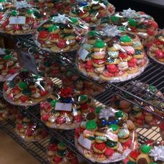 Packaged Christmas Cookies Ready To Give Italian Christmas Cookies, Christmas In Italy, Holiday Cookies, Christmas Recipes, Italian Cookie Recipes, Italian Cookies, Delicious Desserts, Dessert Recipes, Italian Bakery