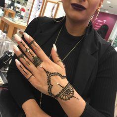 """A popular request at the bar - eidMubaraK - Henna Designs Hand Finger Henna Designs, Henna Designs Easy, Beautiful Henna Designs, Latest Mehndi Designs, Henna Tattoo Designs, Mehandi Designs, Henna Tattoo Hand, Henna Body Art, Henna Mehndi"