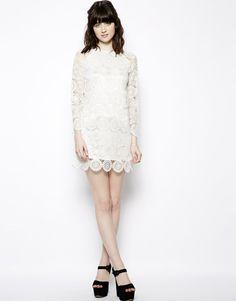 Nishe - Robe droite toute en dentelle - Coup de coeur : Jolie #robe #blanche en #dentelle de chez #ASOS à 119,39 €  #Mariage #mariée #wedding