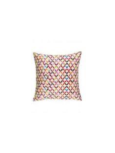Colorkitchen heeft een ruime selectie aan textiel met felgekleurde dessins en printjes. Zo hebben ze onder andere hippe kussenhoezen, tafellopers, accessoires en servetten.