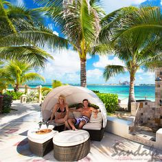 The Offshore Island features a pool with a swim-up bar, whirlpool and a casual restaurant.