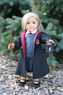 Free Harry Potter Robe pattern for American Girl Doll. Source: Arts and Crafts for your American Girl Doll. American Girl Outfits, American Girl Crafts, American Doll Clothes, Ag Doll Clothes, American Girls, American Girl Doll Costumes, Free Clothes, Sewing Clothes, Doll Sewing Patterns