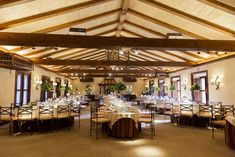 Espacios donde celebrar tu boda soñada. Conference Room, Table, Furniture, Home Decor, Event Organization, Homemade Home Decor, Meeting Rooms, Tables, Home Furnishings