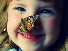 """O coração alegre aformoseia o rosto…"""" Provérbios 15.13   Já observou como uma criança sorri? e como o sorriso a torna tão graciosa? O mais interessante é que a criança sorri de tudo e f…"""