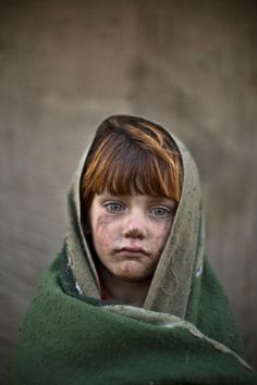 Muhammed Muheisen photographs Afghan refugee children in Islamabad