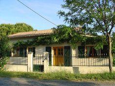"""Vakantiehuis """"La Saignée"""" ligt 10 kilometer noordoostelijk van de stad Narbonne in de streek Languedoc-Rousillon. 6 pers. volledig aangepast met zwembad en lift. Perfect."""