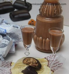 chocolate drinks Alcohol Kids is part of Chocolate Drinks Better Homes Gardens - Licor de chocolate Fancy Drinks, Wine Drinks, Coffee Drinks, Chocolate Alcoholic Drinks, Chewy Chocolate Chip Cookies, Dessert Recipes, Desserts, Mint Chocolate, Food And Drink
