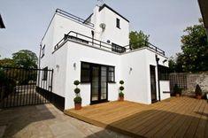 On the market: Five-bedroomed art deco property in Bexleyheath, Kent Art-Deco-Anwesen mit fünf Schlafzimmern in Bexleyheath, Kent Art Deco Stil, Modern Art Deco, Art Deco Home, Home Art, Inspiration Art, Streamline Moderne, Art Deco Buildings, Table Design, Style Deco