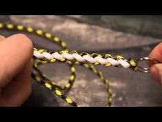 A quick video intruction on how to tie a seesaw knot paracord lanyard which uses less cordage than the usual cobra weave. Paracord Tutorial, Paracord Knots, Rope Knots, Macrame Tutorial, Paracord Bracelets, Bracelet Tutorial, Beaded Bracelets, Paracord Braids, Cobra Weave