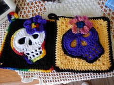 Day of the Dead pot holders. So far everyone has put them on their walls. love making these. granny squar with sugar skull. ( skull pattern found on you tube)