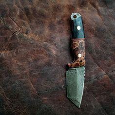Vorn Rakkr - SOLD  Redwood burl and black G10 with red liner. Distressed blade…