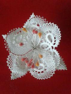 Needle Lace, Bobbin Lace, Diy Flowers, Crochet Flowers, Types Of Lace, Lace Heart, Point Lace, Lace Jewelry, Scrappy Quilts