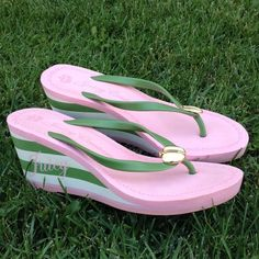 🌺MAKE AN OFRJuicy Couture pink & green wedge heel Gently worn , size 9, foam wedge heel , 3 inch heel Juicy Couture Shoes Sandals