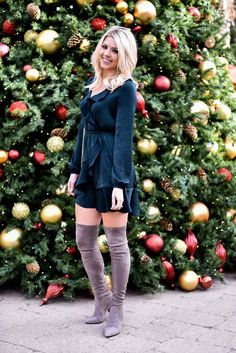 Erin Elizabeth of Wink and a Twirl in a Green Holiday Dress #HolidayStyle #HolidayDress #Express