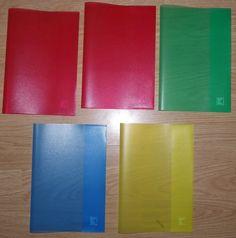 Du hast Deine Hefte in farbige Umschläge gesteckt. Am Anfang zumindest noch. | 34 Dinge, die Du gemacht hast, wenn Du in Deutschland zur Schule...