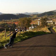 #longboarding #longboard #longboardskateboard #skating #skate #skateboard #skateboarding #sk8 #carve #carving #cruise #cruising #bomb #bombing #bombhills #bombhillsnotcountries #speed #country #countrylongboarding