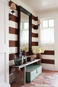 Brown and white striped walls, brick flooring and rustic accessories Design Entrée, Deco Design, House Design, New England Homes, New Homes, Interior Design Inspiration, Home Decor Inspiration, Style At Home, Beautiful Beach Houses