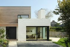 The beautiful Grand Designs house in Falmouth. Love the painted brick wall, stops it from feeling too modern. Scandinavian Architecture, Scandinavian Home, Style At Home, Modern Exterior, Exterior Design, Residential Architecture, Architecture Design, Timber Architecture, Grand Designs Uk