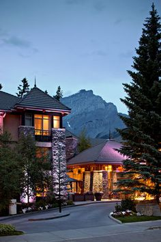Delta Banff Royal Canadian Lodge - A short walk to downtown Banff Avenue and easy access to many breathtaking walking, running and cycling trails in the area.
