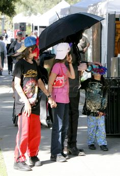 Michael Jackson with his kids; Prince Michael (age Paris (age and Blanket (age in May Michael Jackson Smile, Michael Love, Mike Jackson, Paris Jackson, Jackson Family, Familia Jackson, Mj Kids, Miss You Daddy, You Are My Life