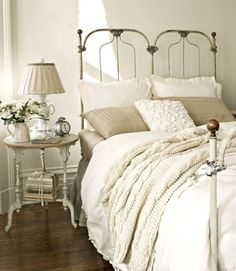 textures and layers of white bedding