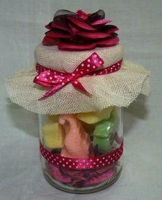 Me encanto hacerlo, decorar frascos de vidrios y llenarlos de jaboncitos en detalles marinos!!