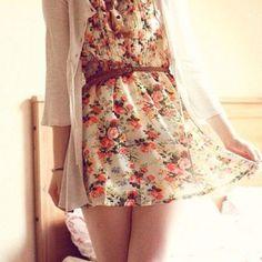 Floral summer dress with belt.