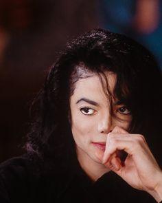 Michael Jackson Smile, Michael Jackson Wallpaper, Rare Pictures, Cool Pictures, Mj Dangerous, Cute Anime Wallpaper, Jackson Family, Top Artists, Beautiful Smile